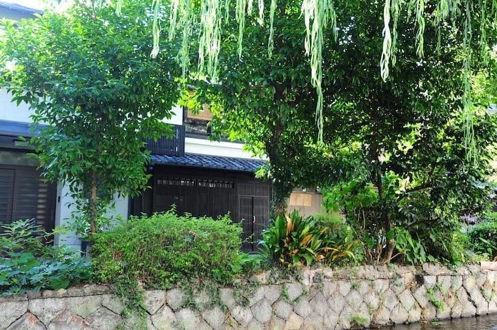 高瀬川のほとりの美しい京町家を一軒貸し切り 京都歴史地区の真ん中