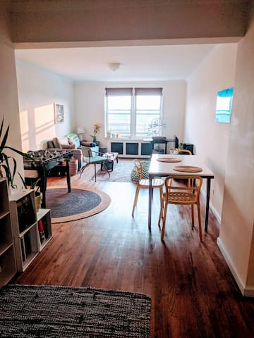 Bright, Clean and Spacious 2 bdrm top floor!