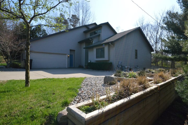Lagniappe By The Lake - Large Home Close to Lake Michigan