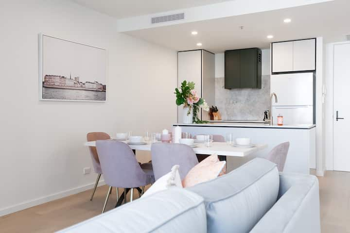 Elegant 1 Bedroom, The Capitol by Curated