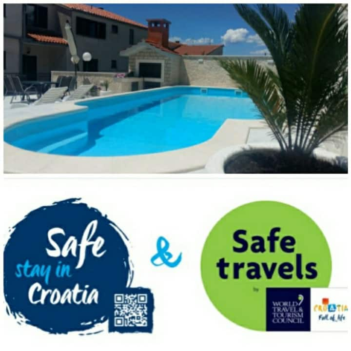"""Luxury """"Safe stay""""app sea view, swimming pool A6"""