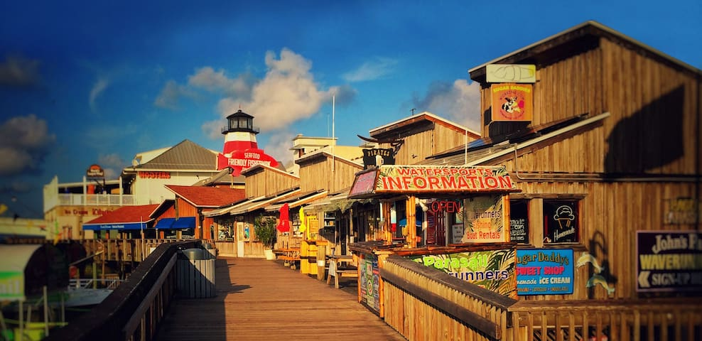 ⚓Fishing Village Getaway⎈walk to JohnsPassSunset