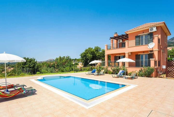 Well-located villa close to Lourdes & Trapezaki