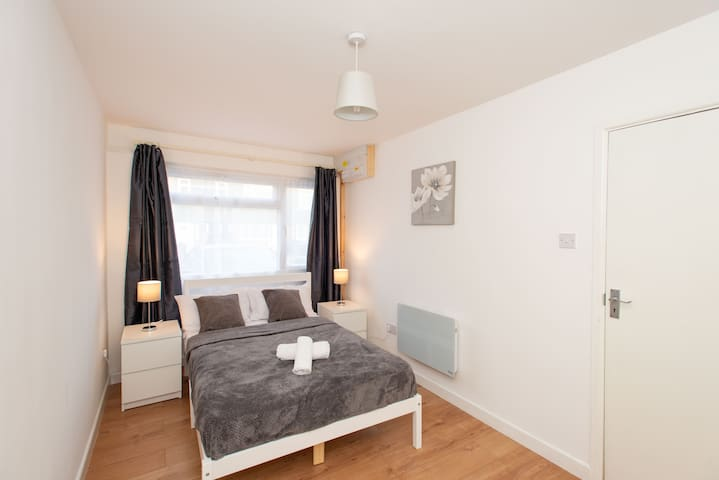 Cozy and comfortable room next to London Excel