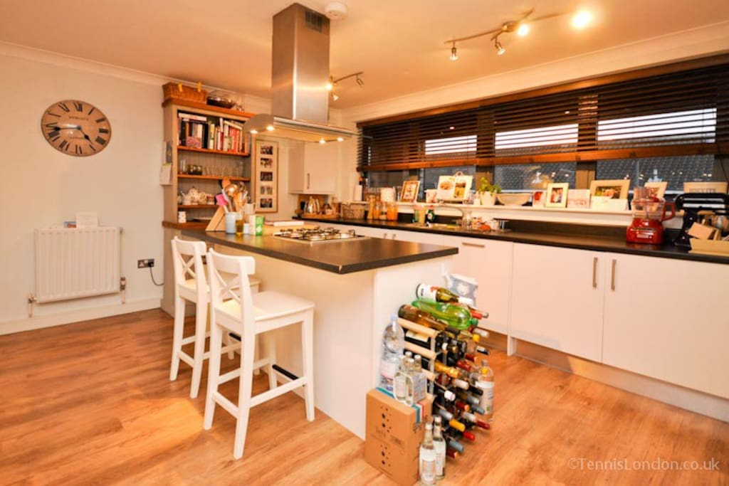 Fully equipped kitchen with washing machine, clothes horse & dishwasher