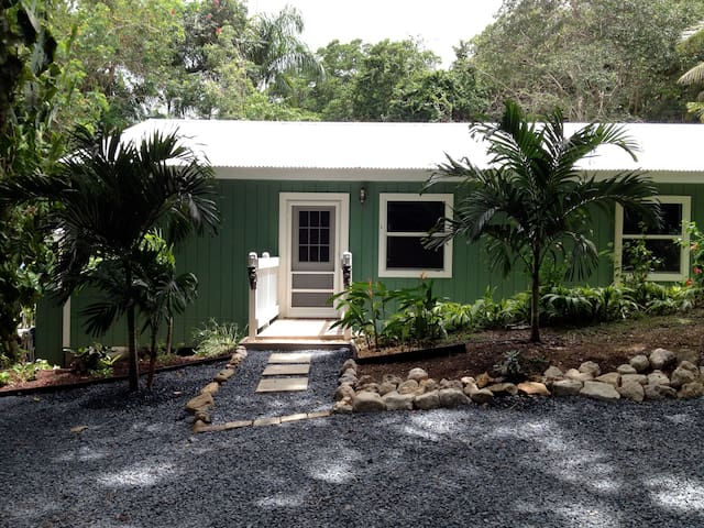 """Bamboo Cottage"" very private - Northcentral - Bungalow"