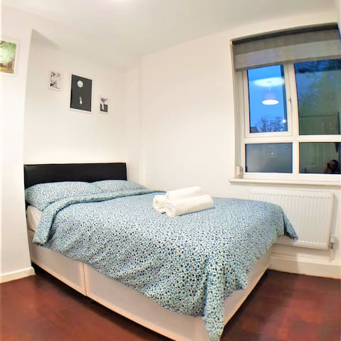 Limehouse DoubleRoom Shared bathroom stay comfy R1