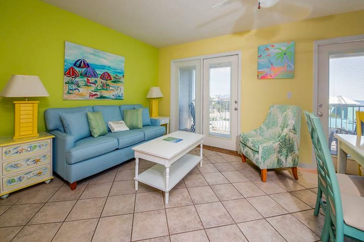Airy, Coastal Condo w/ Steps To The Gulf, Quick Drive To Entertainment