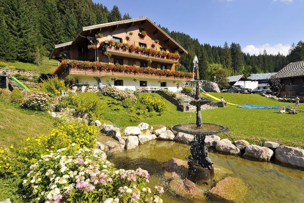 Chalet La Sonnaille and gardens