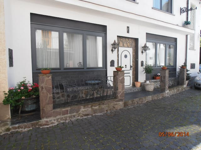 Cozy apartment in lovely Puenderich - Pünderich - Huoneisto