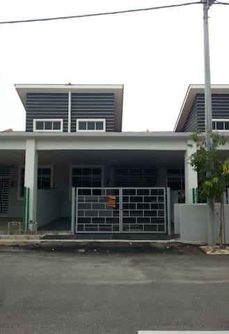 SumayyaHomestay - Kuantan - บ้าน