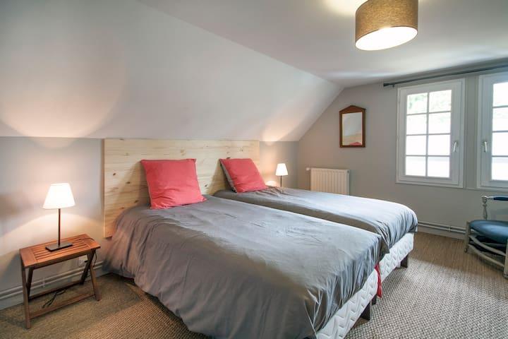 Chambre double au 1er étage, 2 lits en 90 de large