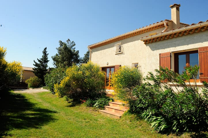 Beautiful villa with Ventoux view - Saint-Saturnin-lès-Avignon