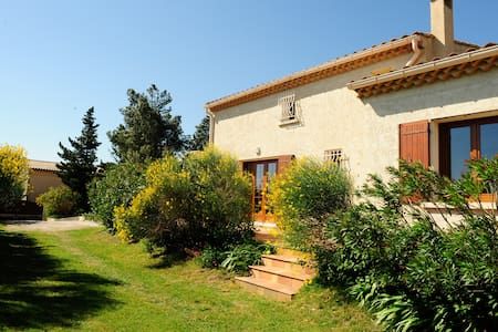 Beautiful villa with Ventoux view - Saint-Saturnin-lès-Avignon - Hus