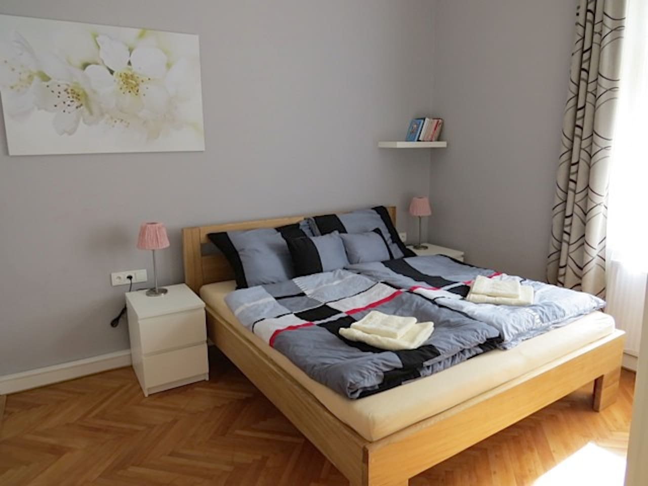 Massive king size bed with good quality of mattresses