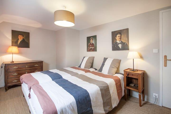 chambre double au 1er étage, 2 lits en 90 rapprochés