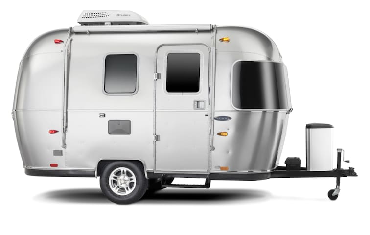 New Airstream, kitchen, shower, laundry, best loc.