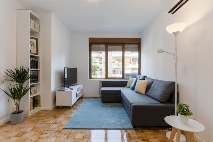 Bright and comfortable apartment in Madrid! 4 PAX