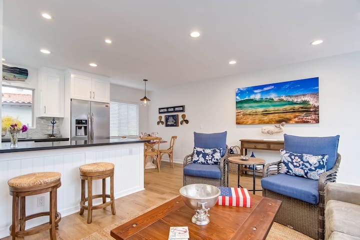 Beachy & bright condo w/ a shared patio - easy walk to the beach!