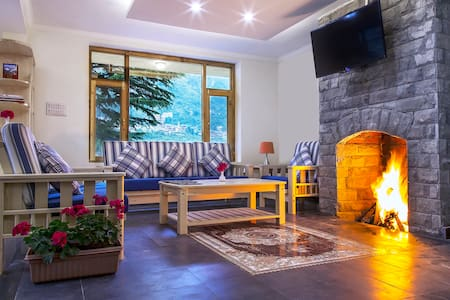 Shobla Pine Royale : Cottage Room with balcony - Manali