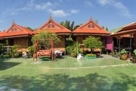 10 mins hotel from airport - Villa