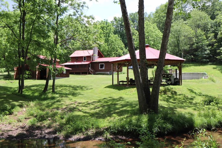 Historic Log Cabin (Shenandoah) on 21 Acres