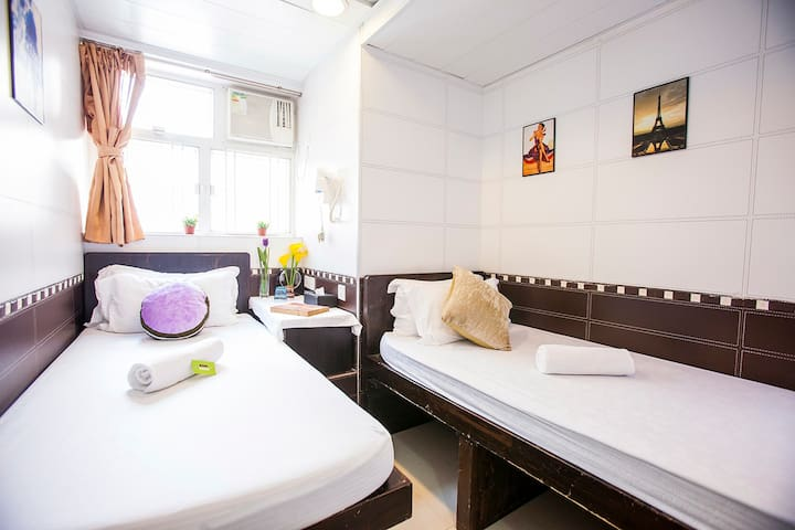 BIG SALE !!  Twin Room with Private Bathroom 兩床房