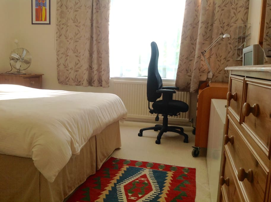 King sized bed, spacious built-in cupboards, TV, desk, ergonomic chair and free wifi