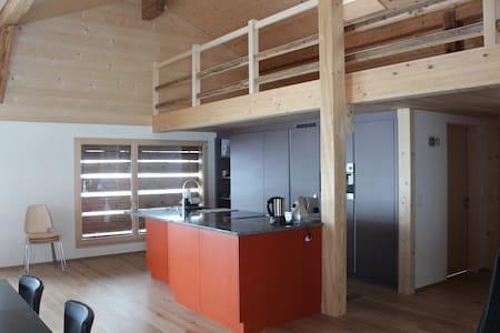Ferienwohnungzweisimmen,Ökobau - Zweisimmen - Apartament