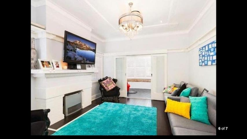 CHARMINGLY RESTORED CHARACTER HOUSE - Brighton-Le-Sands - Talo
