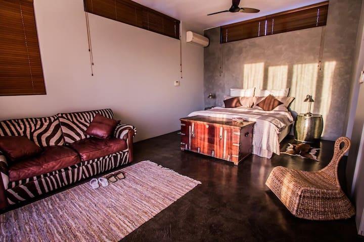 Master bedroom (#1)