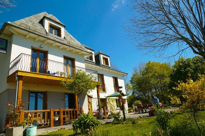Complete Chambres d'Hôtes (B&B) - Riom-és-Montagnes - Huis