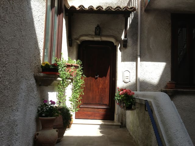 Small Apartment - San Rufo - San Rufo - Huis