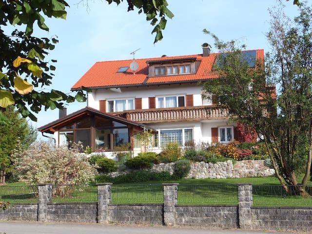 Allgäu - Wohnung im Landhausstil - Lengenwang - Byt