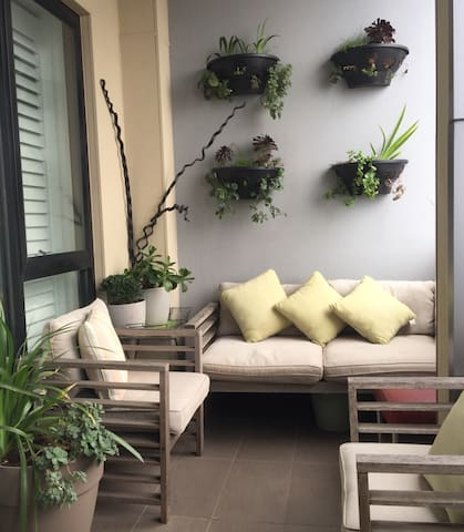 Stylish 1BR Apt in central location
