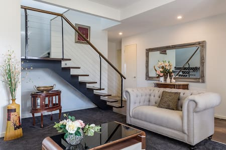 Luxurious Large 3BR Home, 22km to Melbourne - Point Cook