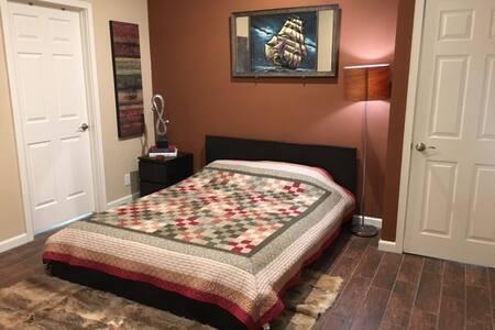 1 Fully Furnished Room n Bath - Los Alamitos