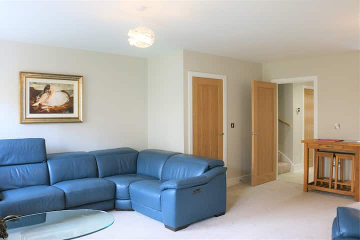 New - Luxury 3 Bedroom entire house with parking