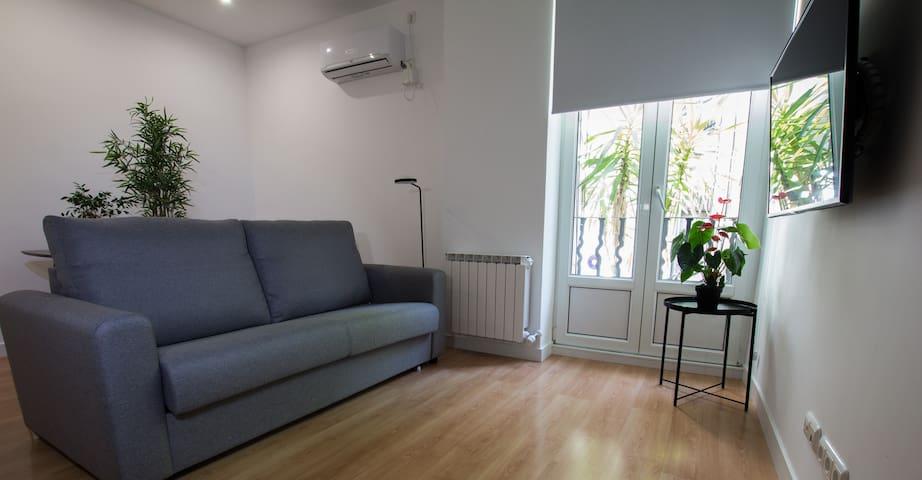 salón  amplio  con aire acondicionado
