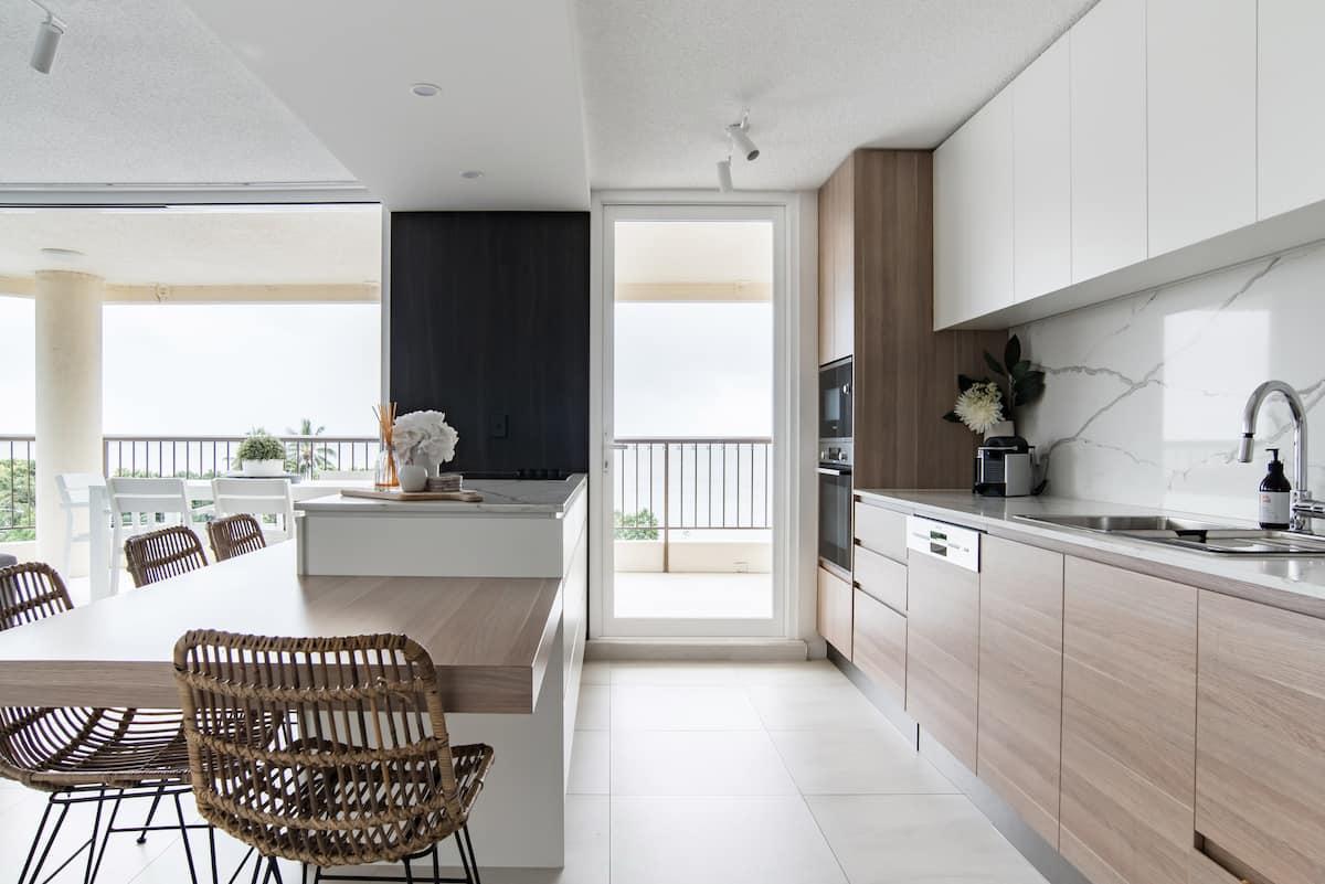 Aquarius 5th Floor Waterfront Apartment With Ocean Views