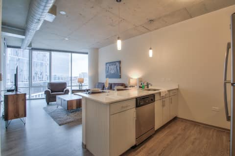 Stunning 1 bedroom right off of Lower Broadway