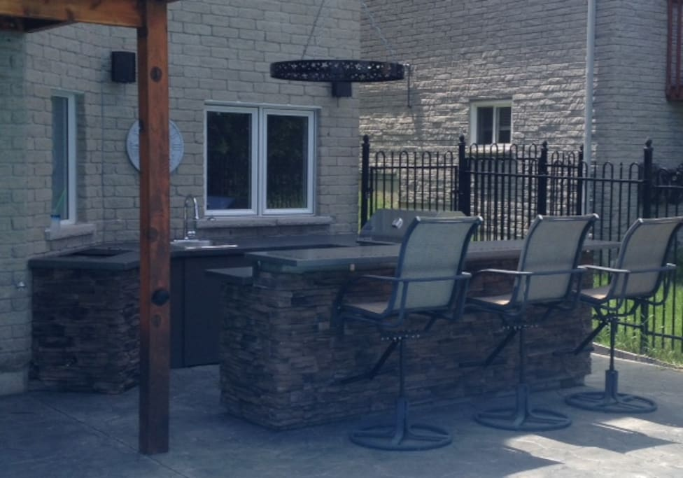 Outdoor Kitchen with Built-in BBQ, Sink, Fridge and Built-in Cooler