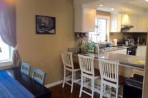 Bonus room / kitchen bar.