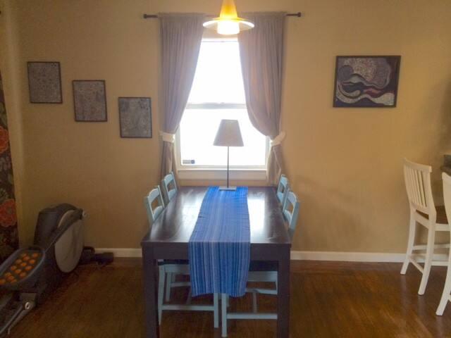 Bonus room w/extendable dining table.