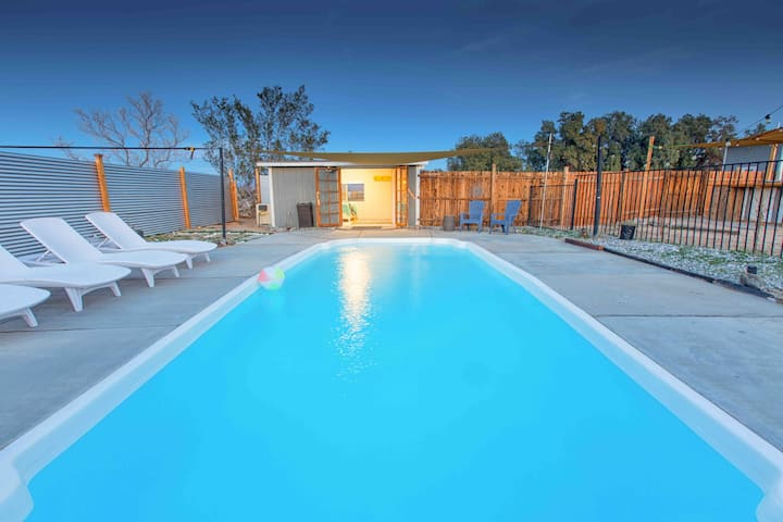 Stargaze in the heated pool⭐️ fenced • near town •