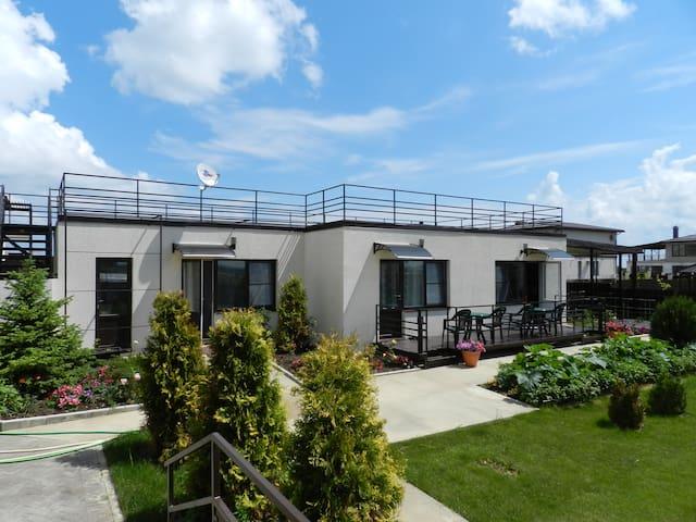 Красивые апартаменты на берегу моря (Пересыпь) - За Родину - Huis