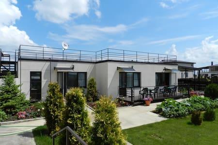 Красивые апартаменты на берегу моря - За Родину - 단독주택