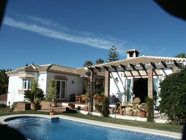 Casa Alexandra Classic holiday villa close to sea - Mijas - Dom