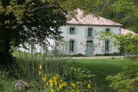 Moulin de Caillerot,chambre vue sur jardin