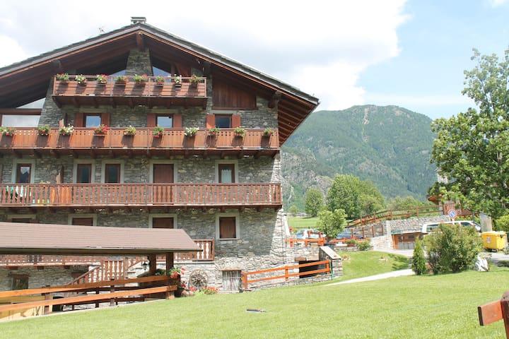 Monte Bianco e vacanze - La Salle - Apartament